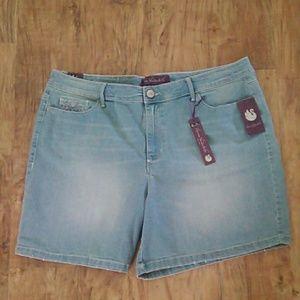NWT Gloria Vanderbilt Denim Shorts Size: 16
